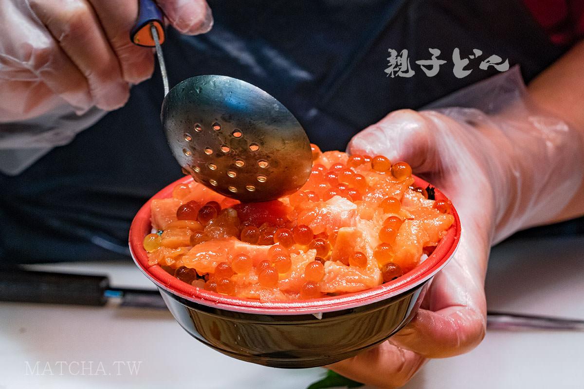 大阪黑門市場|黑銀 まぐらや 。人氣刺身丼飯